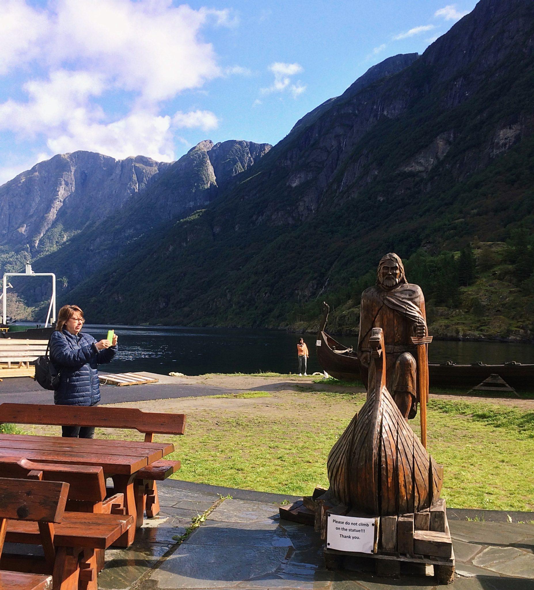 Gudvangen Statue