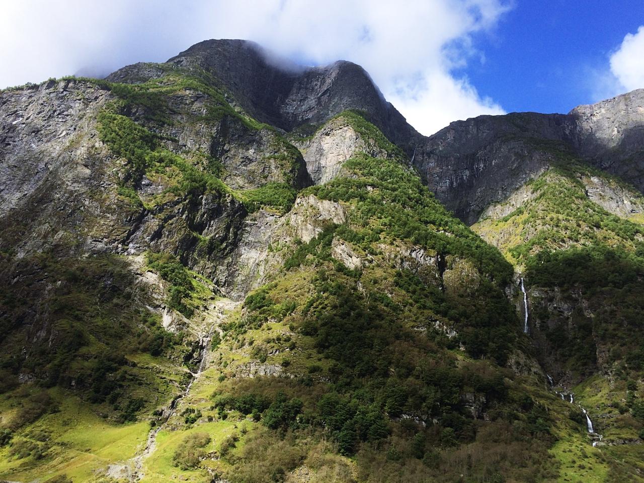 Kjelfossen Waterfall Gudvagen