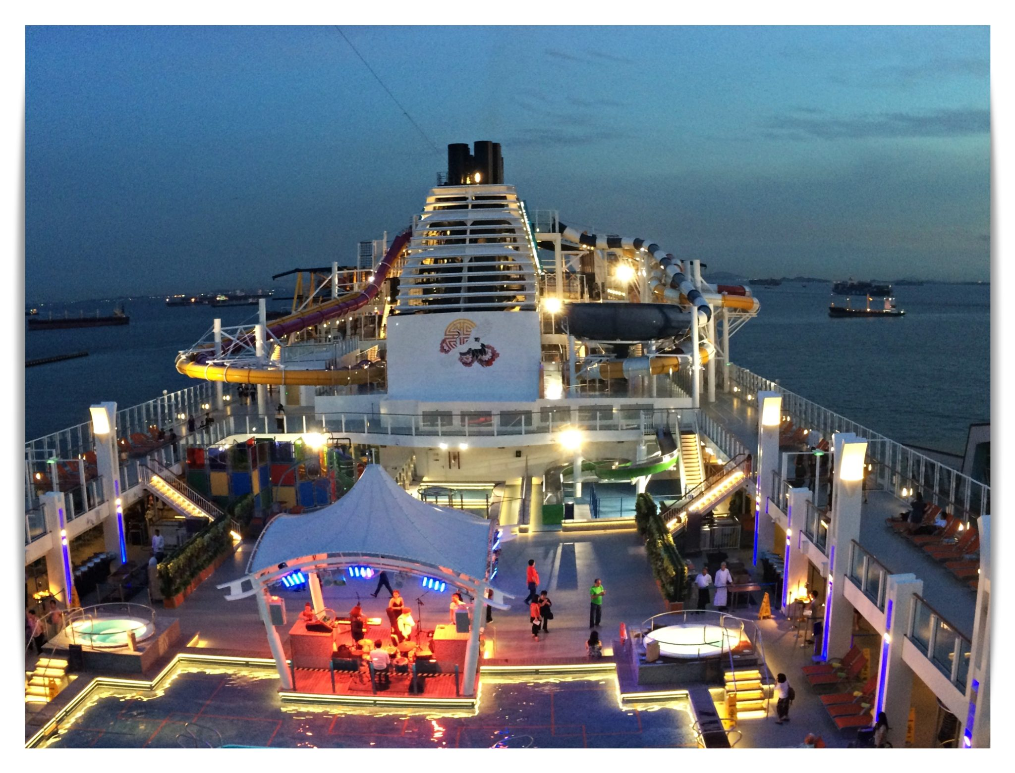 Genting Dream Main Pool Deck