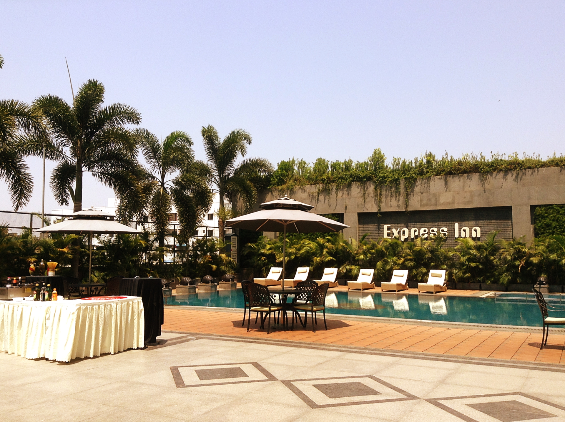 Express Inn Outdoor Pool