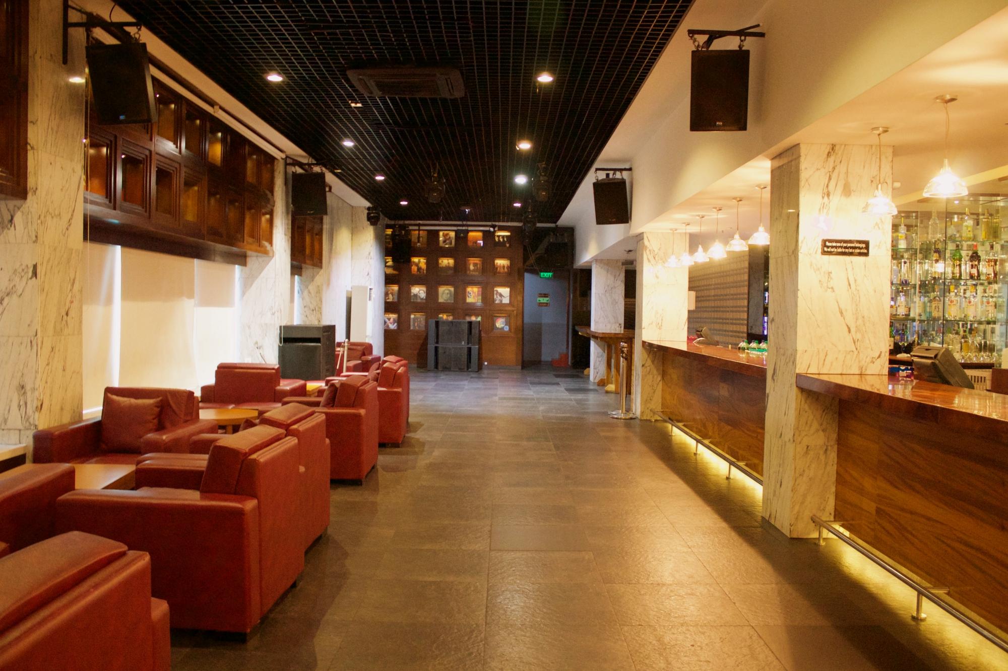 Oak Lounge Pune