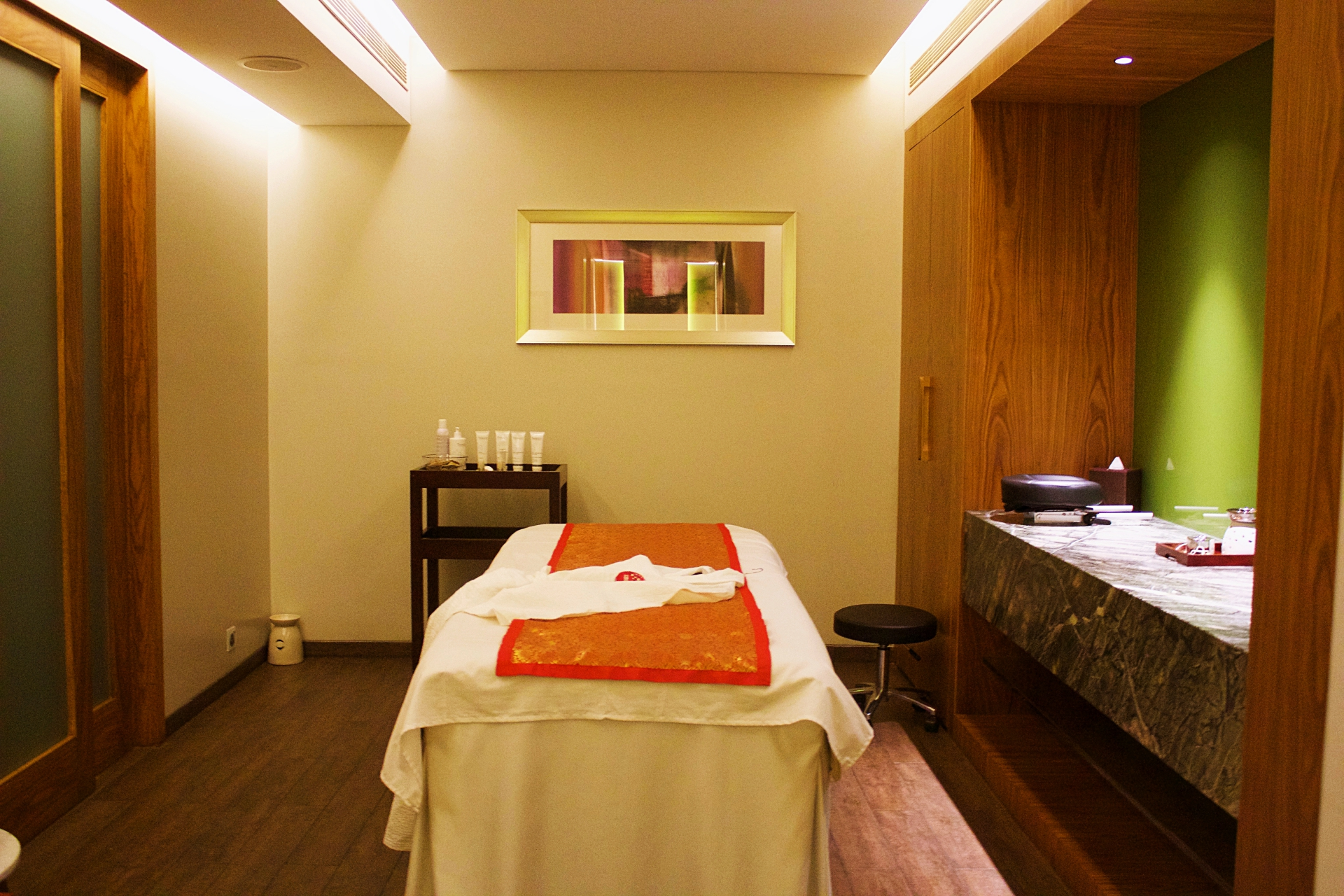 Sakura Spa Pune Spa Room