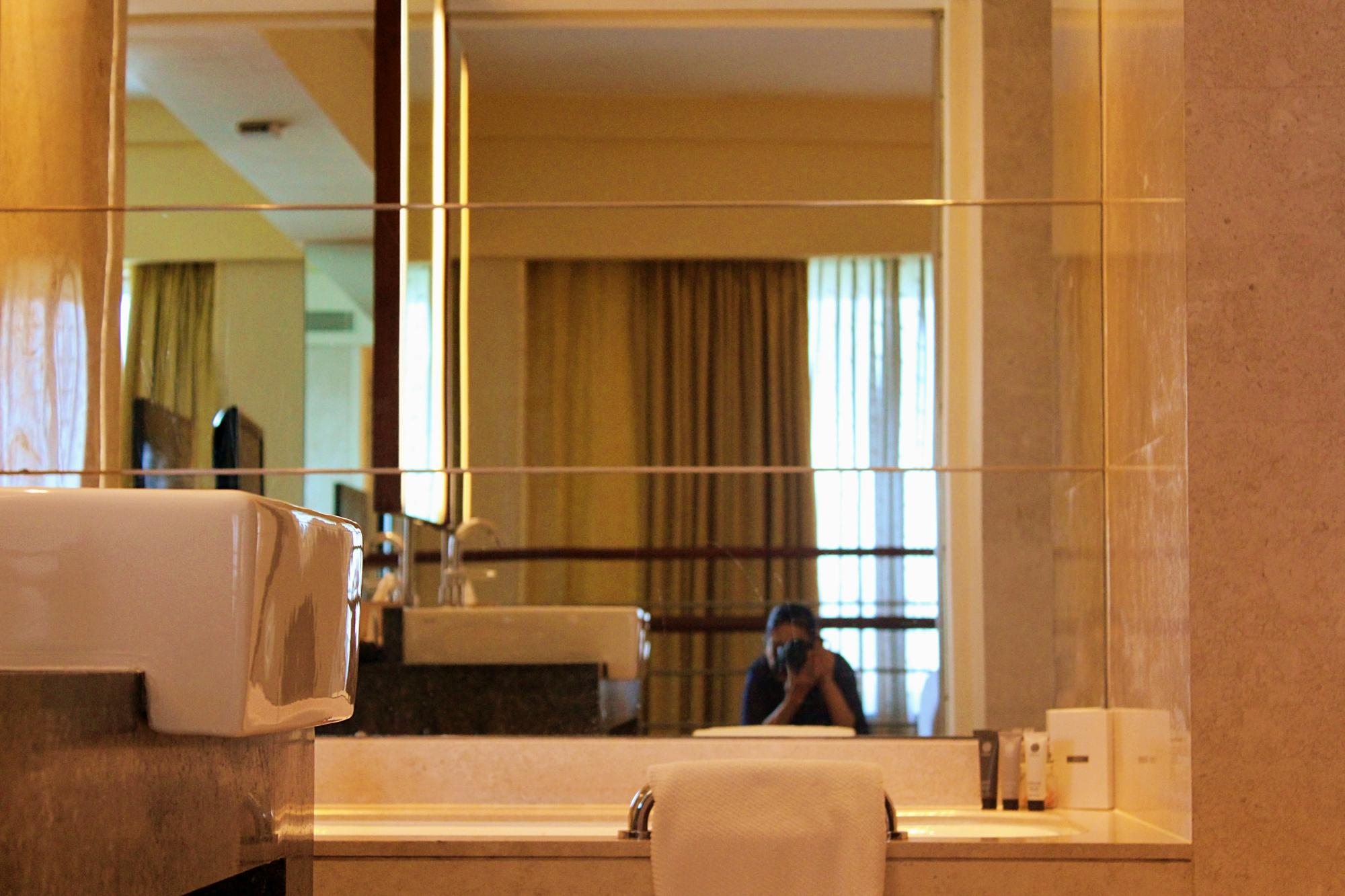 Renaissance Mumbai Suite Washroom