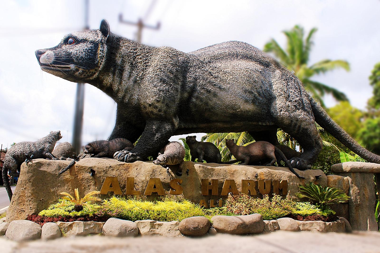 Alas Harum Luwak Statue
