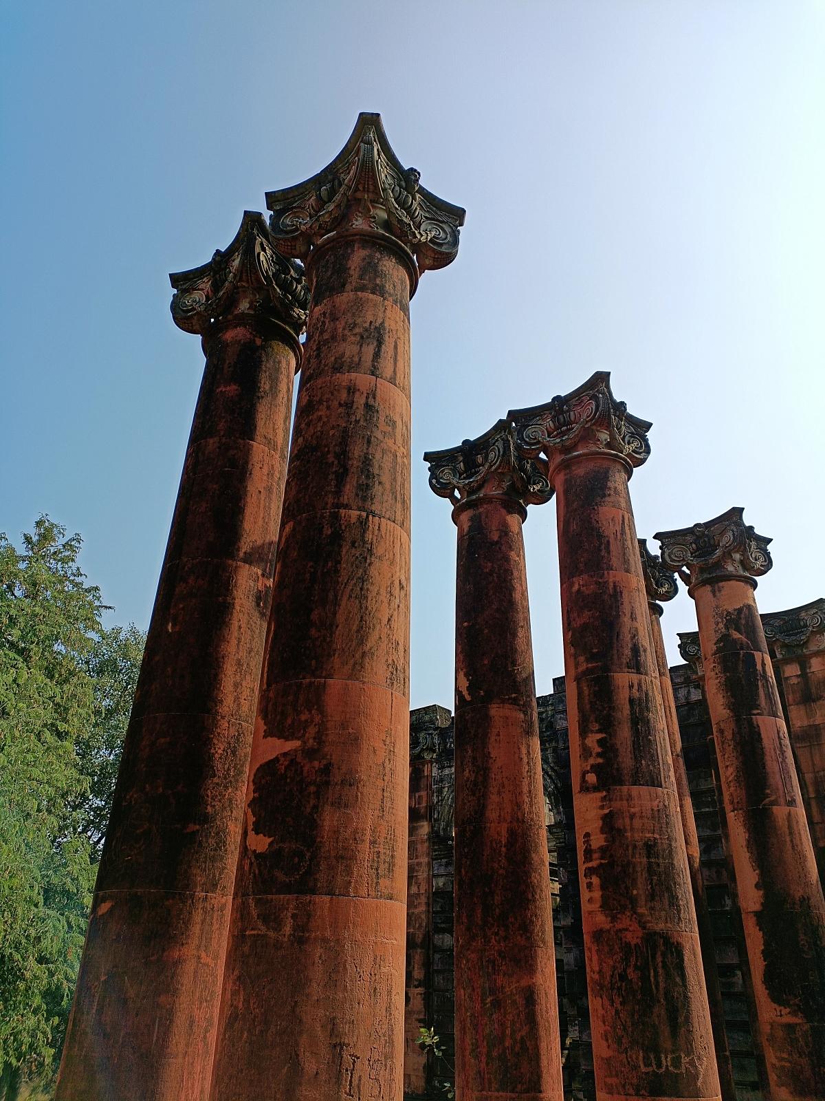 Footi Kothi Columns