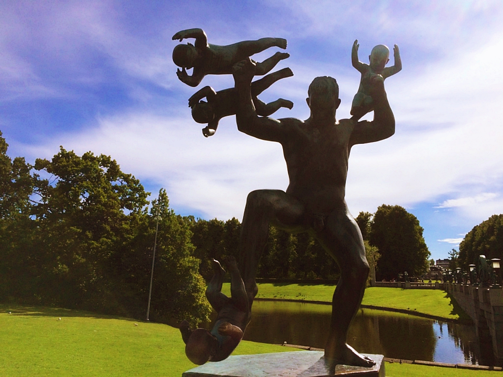 Frognerparken Man Attacked by Babies